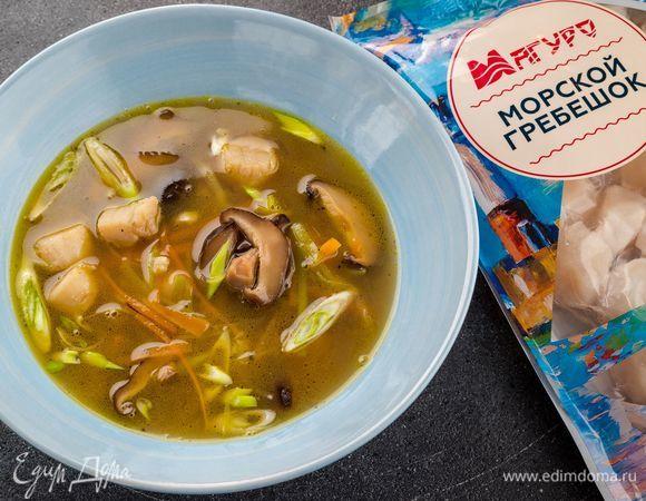 Легкий суп с морскими гребешками и шиитаке