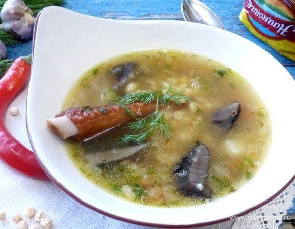Гороховый суп с копченостями и лесными грибами