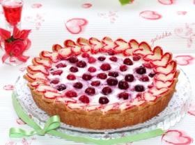 Пирог «Валентинки» с ягодно-ванильным кремом