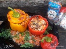 Запеченные перцы с тунцом, рисом и чечевицей