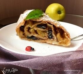 Штрудель с яблоками, изюмом и кунжутом