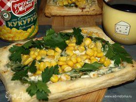 Слойки с рикоттой, шпинатом и сладкой кукурузой