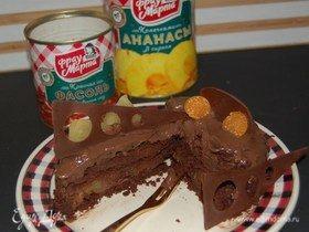 Шоколадно-фасолевый торт с ананасом