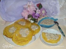 Манно-тыквенные блинчики с ореховым соусом