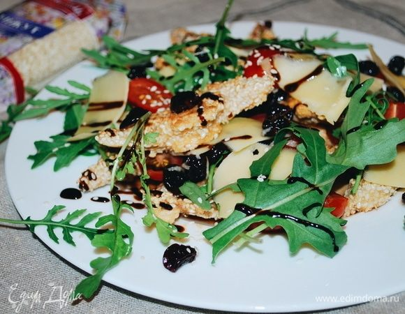 Салат с вяленой вишней и индейкой