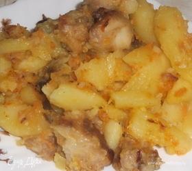 Картофель с гузками индейки и овощами