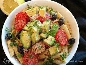 Салат с макаронами, тунцом и авокадо