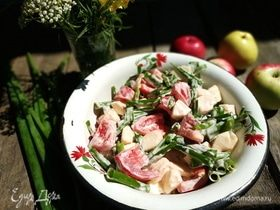 Летний салат с яблоками