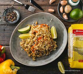 Жареный рис по-тайски с курицей