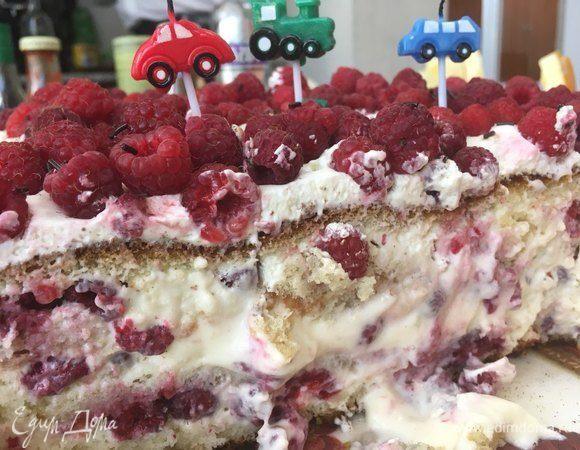 Ягодный бисквитный торт