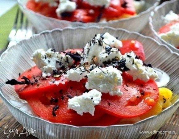 Летний салат с томатами и брынзой