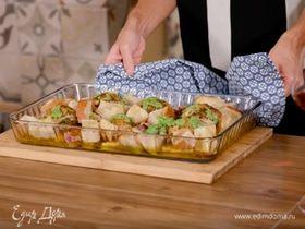 Запеченные бедра цыпленка с песто, крутонами и тыквой