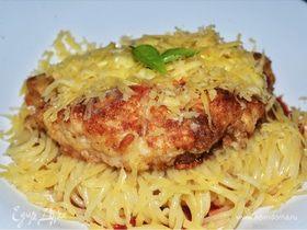 Цыпленок пармиджана с соусом маринара