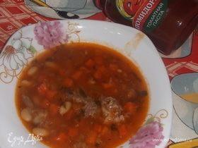 Тыквенно-томатный суп с фасолью и сельдереем