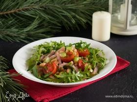Салат с фасолью и копченостями
