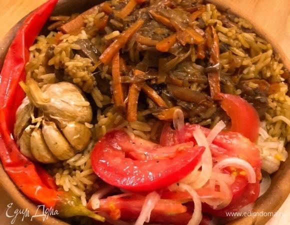 Плов с бараниной и салат «Аччик-чучук»