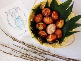 Пасхальные яйца с рисунком, окрашенные шелухой