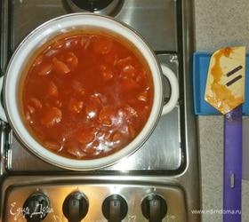 Суп из томатного сока с сосисками, овощами и рисом