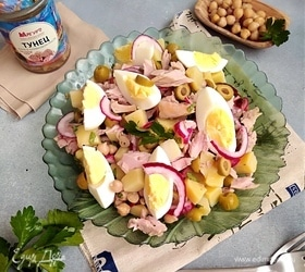 Салат с нутом и тунцом «Португальский»