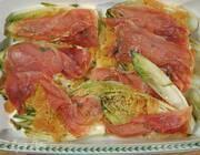 Запеченный цикорий с ветчиной и тимьяном
