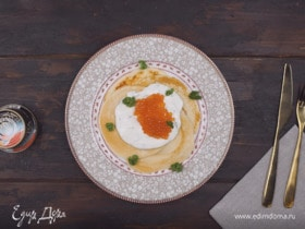 Закусочные оладьи с икрой и рикоттой
