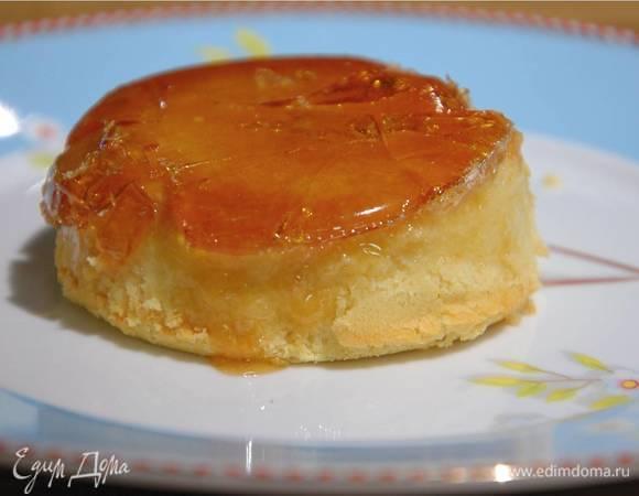 Творожный десерт с карамелью