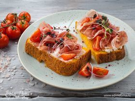 Бутерброды из тыквенного хлеба с ветчиной и помидорами