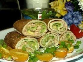 Рисовые блины с зеленью, авокадо и паштетом из тунца