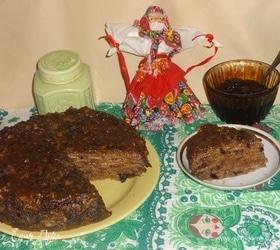 Блинный торт с черносливом и орехами