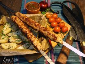 Chicken-бифштекс на шампуре с ткемали и картофелем