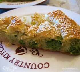 Пирог из теста фило со шпинатом и сыром