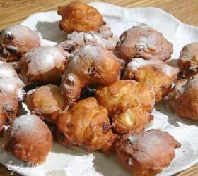 Пончики с изюмом, орехами и апельсиновыми цукатами