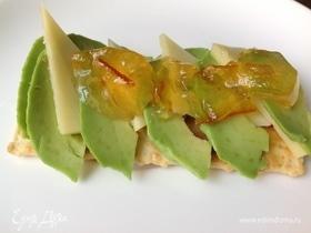 Закуска из авокадо с мандариновым джемом