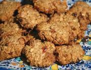 Овсяное печенье с отрубями, орехами и изюмом