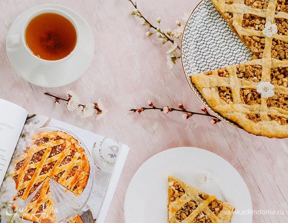 Быстрый пирог с апельсиновым джемом, орехами и амаретти