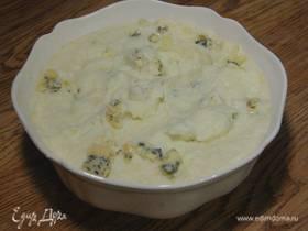 Пюре из цветной капусты с пармезаном и голубым сыром