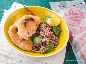 Тартар из тунца с перцем чили, имбирем и кунжутом