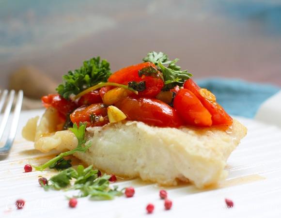 Треска в соусе с базиликом и томатами черри