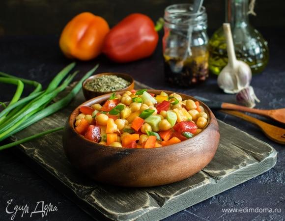 Овощной салат с нутом и медовой заправкой