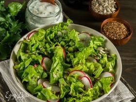 Салат с редисом, горошком и йогуртовой заправкой