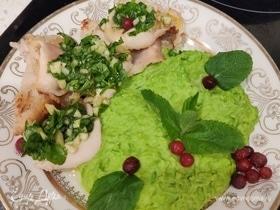 Кальмары по-андалузски с пюре из зеленого горошка