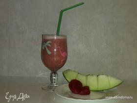 Коктейль из фруктов и ягод