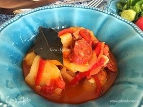 Картофель с чоризо (Patatas con chorizo)