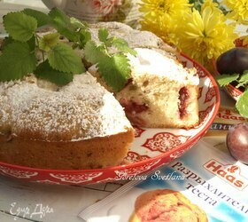 Пирог со сливами и мелиссой