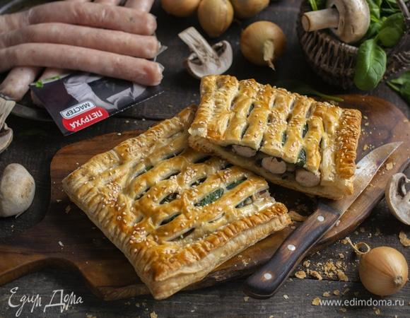 Пирожки из слоеного теста с колбасой