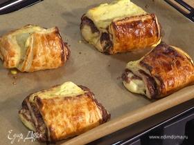 Шоколадные булочки с рикоттой из слоеного теста