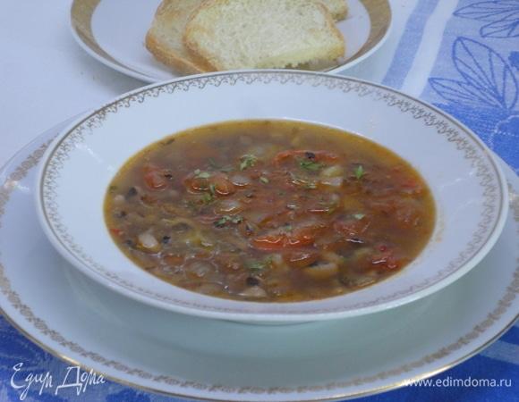 Острый томатный суп с фасолью