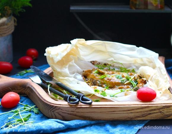 Куриное филе с грибным соусом, запеченное в пергаменте