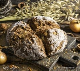 Ирландский содовый хлеб с орехами и жареным луком