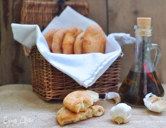 Фокаччини с печеным чесноком